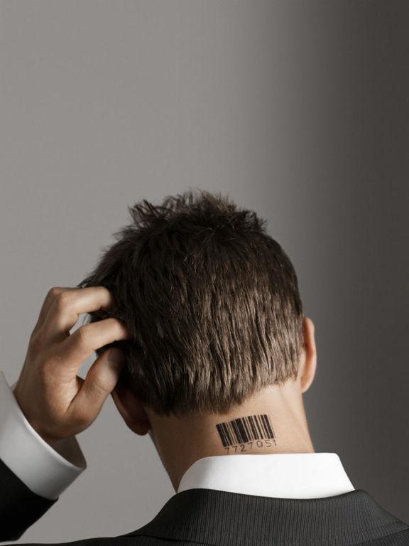 Tatuajes en el cuello para hombre codigo de barras