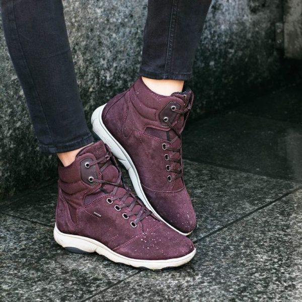 01ec1e89aec La combinación del más cómodo calzado de campo y el diseño elegante y  perfecto para caminar por la ciudad