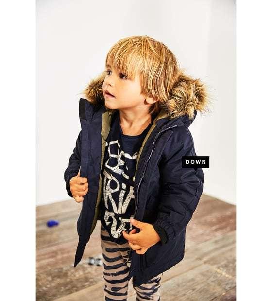 59324cdaf828 O te puedes decantar por sudaderas, que también abrigan mucho y que en la  nueva colección de Zara Kids se presentan con diseños tan acertados como  esta ...