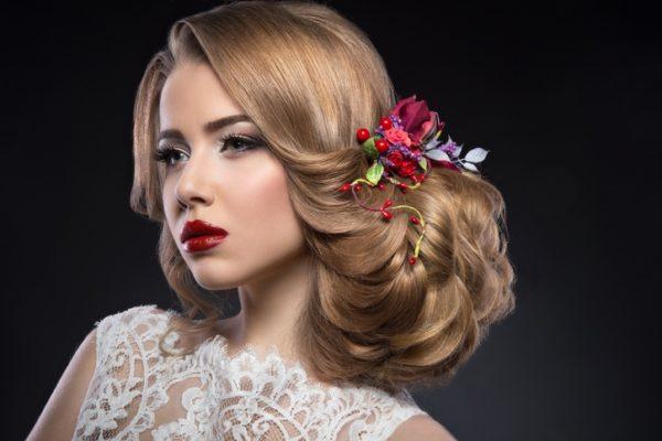 Peinados de novia recogidos con flores