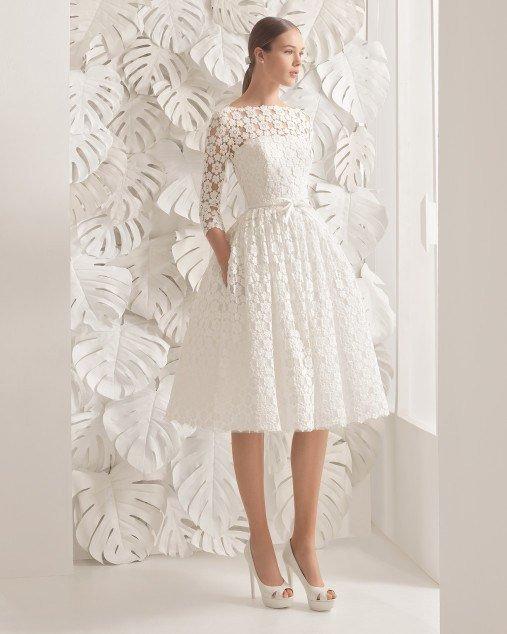 cffc70d3e ... vestido de novia corto en Rosa Clará podrás encontrar un modelo. Con manga  francesa