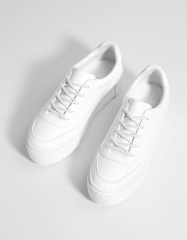 121bd29e75cfc Un estilo de calzado que además puedes combinar con todo tipo de faldas