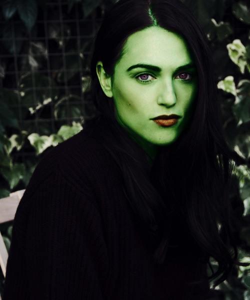Cmo maquillarse como La Bruja del Oeste paso a paso ModaEllascom