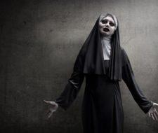 Cómo maquillarse como la Monja Valak (El Conjuro 2) – Paso a paso