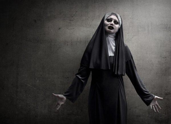 Como maquillarse como la Monja Valak El Conjuro Paso a paso historia de la monja valak