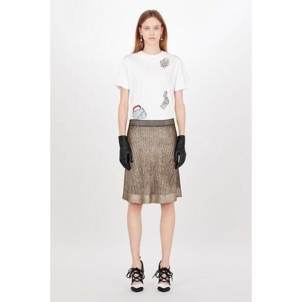 eae79a8f6 Para ver más de las propuestas de faldas que Louis Vuitton nos presenta en  su catálogo de Primavera Verano 2019, no te pierdas la galería de fotos que  te ...
