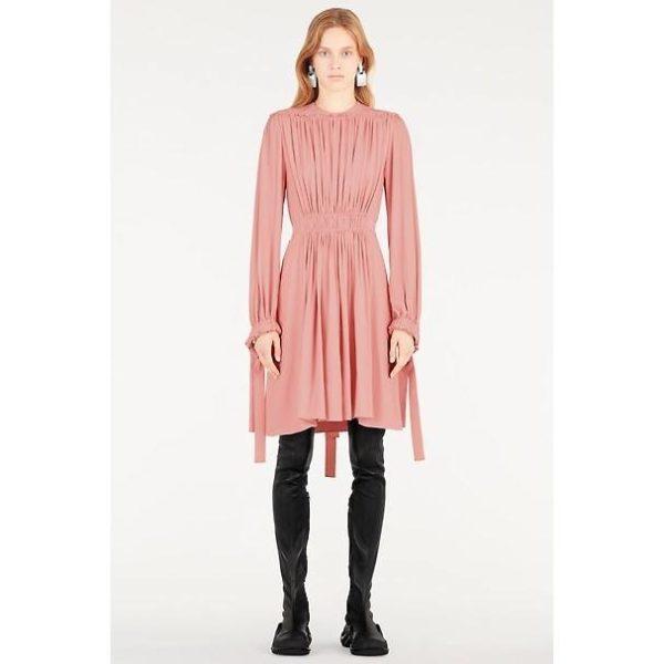 8ef8fccea El resto de propuestas de vestidos dentro del catálogo de Louis Vuitton  para la temporada de Primavera Verano 2019, podéis verlas en la próxima  galería de ...