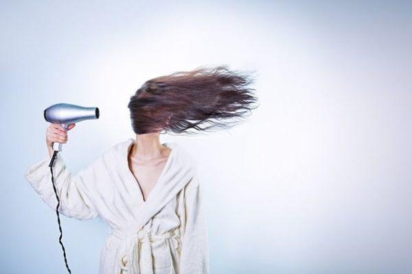 la-caida-del-cabello-secador-melena-al-viento