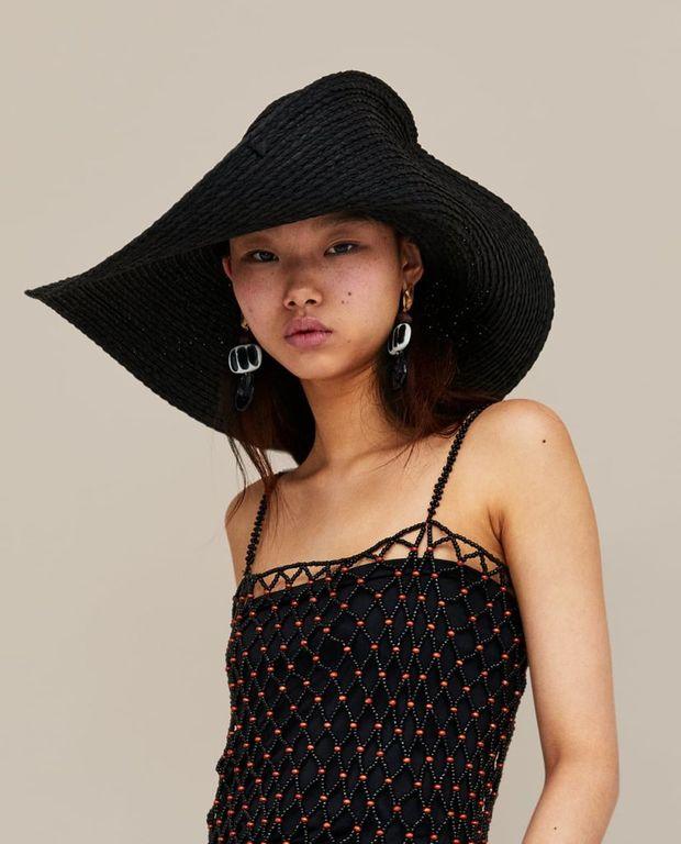 79a805733 ... para mujer Primavera Verano 2019. Podemos ver algunos de estos sombreros  en el estilo de Bucket Hat o, como lo conocemos de manera informal, bucket  hat.