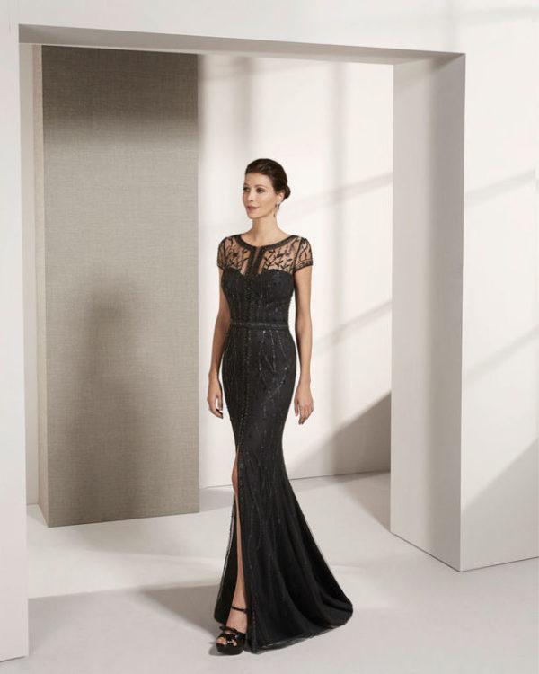 Vestido negro con lazo fucsia