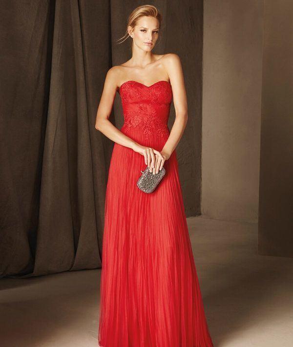 ec2efc1d4 Los vestidos largos de fiesta en palabra de honor son ideales para chicas  que tengan los hombros marcados y una figura estilizada.