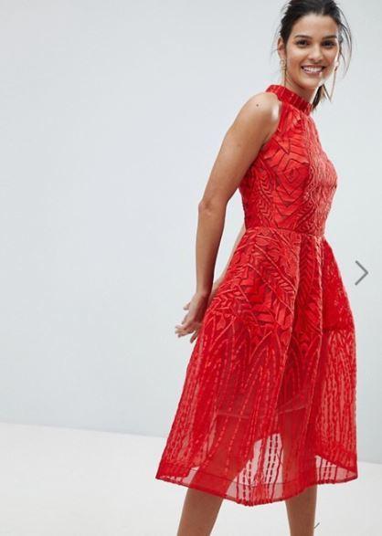 c2146d43e7 Los vestidos ajustados serán una opción para las más atrevidas y sexys. Y  es que este tipo de vestido de fiesta que es más informal si le pones los  ...