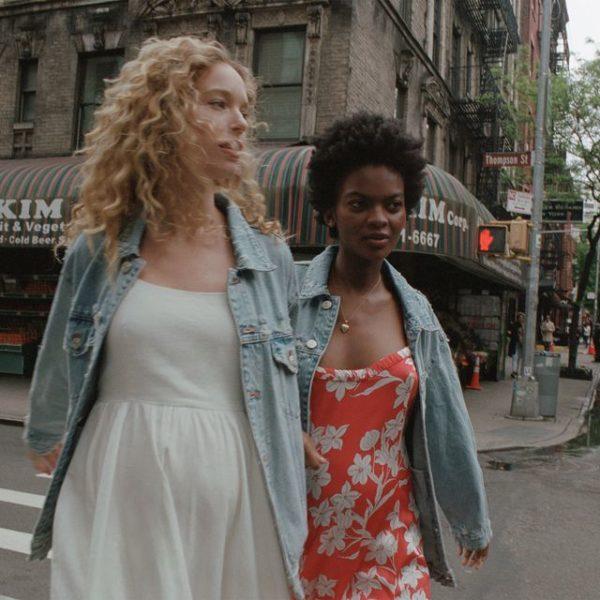7df73703e ... Inditex que puedes encontrar online y en tienda y que no puedes dejar  escapar. Veamos a continuación el Catálogo de Zara Premamá Primavera Verano  2019.