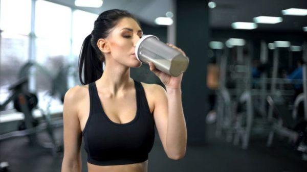 trucos-para-beber-mas-agua-4-istock