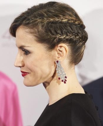 cortes-de-pelo-y-peinados-de-letizia-ortiz-trenza-diadema-guapabox