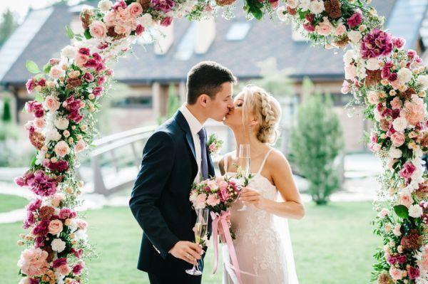 como-elegir-el-segundo-vestido-de-novia-istock2