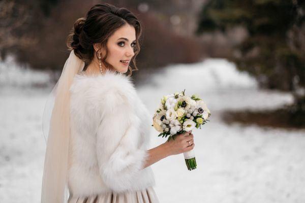 velos-de-colores-para-novia-como-llevarlos-gris-istock