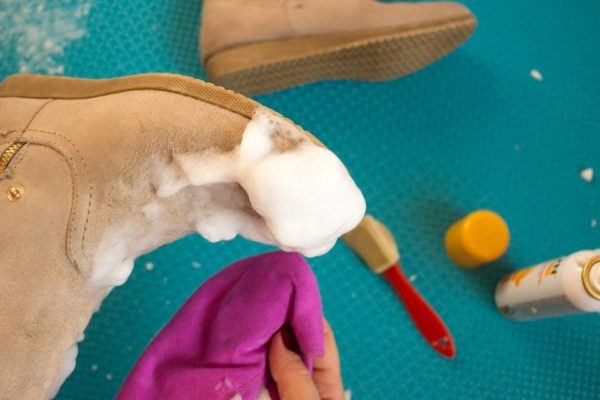 Cómo limpiar las manchas en los zapatos de ante