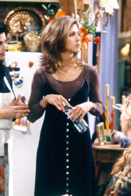 outfits-anos-90-vestido-camiseta-nbc