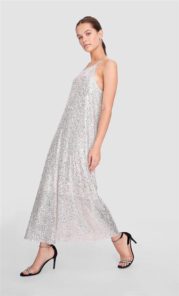 outfits-con-lentejuelas-para-salir-de-fiesta-midi-plata-vestido-stradivarius-instyle