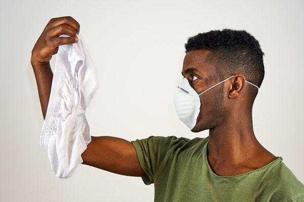 Olor a humedad en la ropa después de lavarla: cómo quitarlo fácilmente