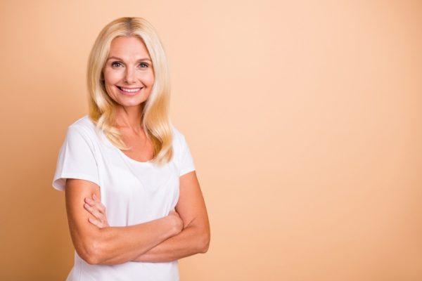 Cortes de pelo para mujeres 50 anos pelo largo ondulado