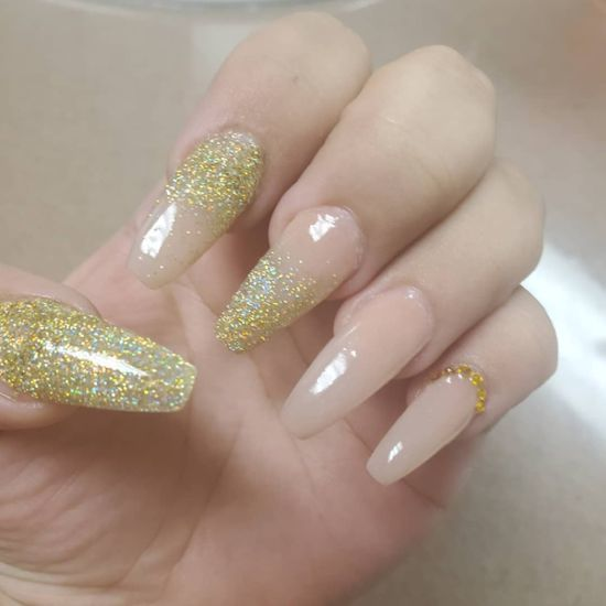 unas-acrilicas-dorado-nail-sand-makeup-creationsb-instagram
