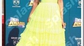 Rihanna, bellísima y de amarillo